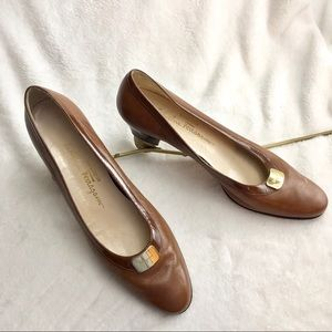 Salvatore Ferragamo boutique brown heels 10